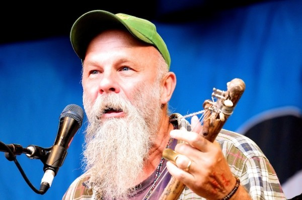 Seasick Steve 1 600x399 - Just Dance