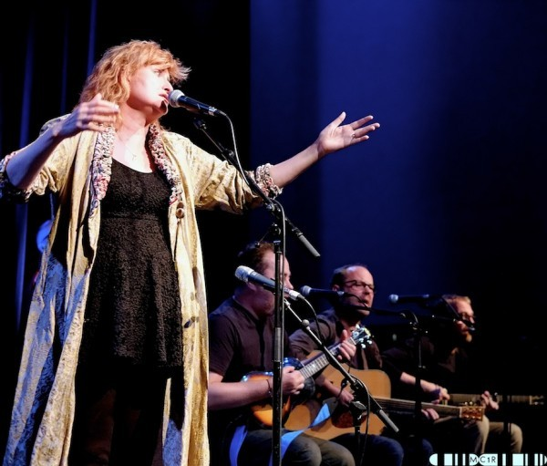 Eddi Reader 9 600x511 - Eddi tops the show