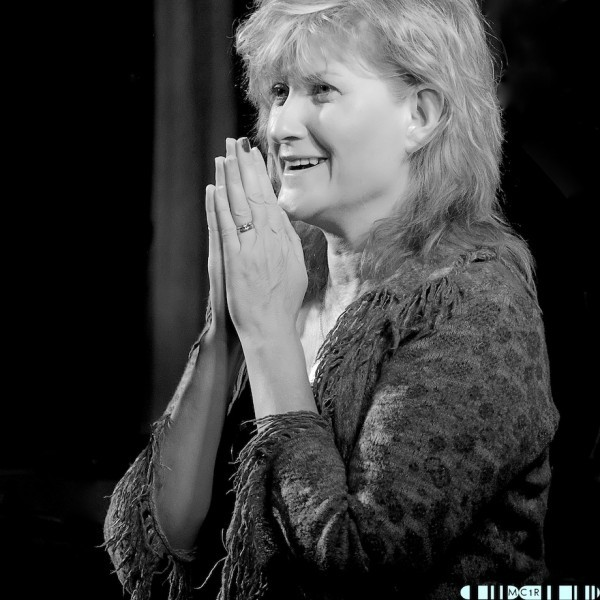 Eddi Reader QA 1 600x600 - Eddi tops the show