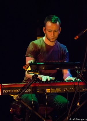 Adam Holmes The Embers 17112017 band keyboard 302x420 - LIVE REVIEW - Adam Holmes & The Embers, 17/11/2017