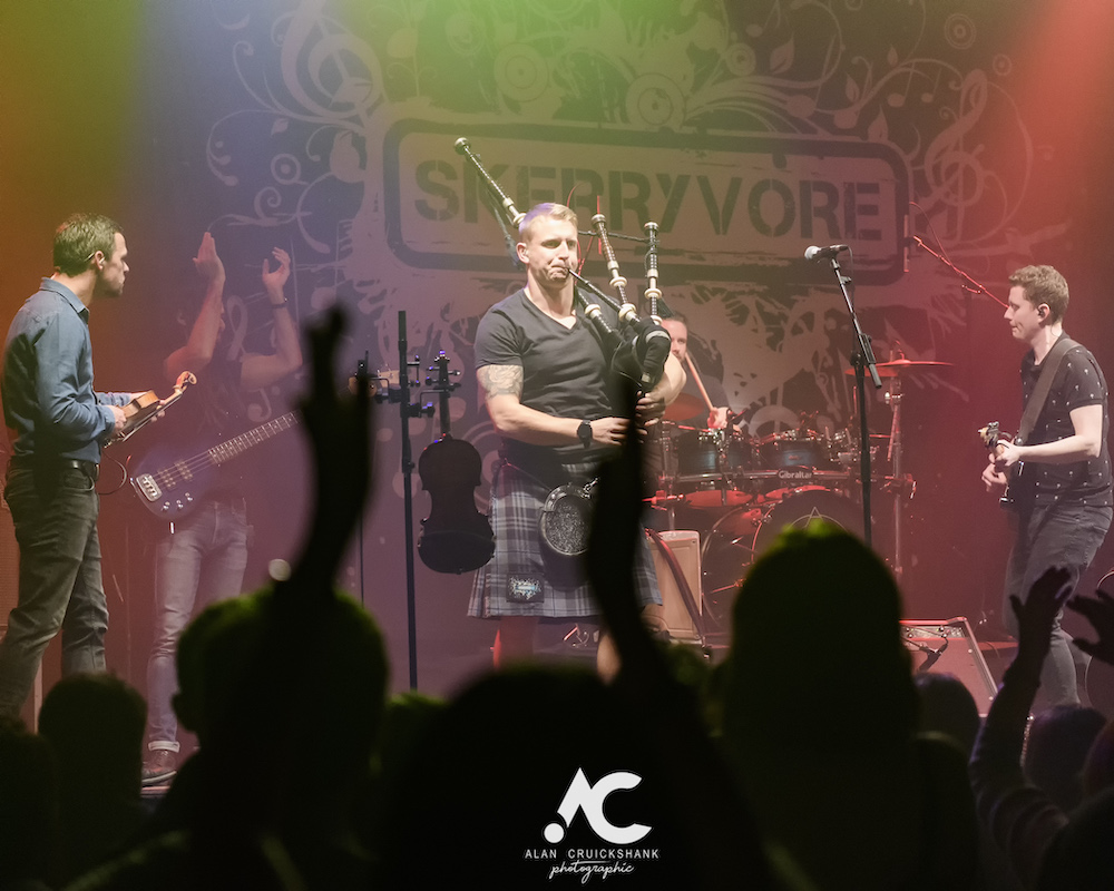 Skerryvore with City Of Inverness Pipe Band and Runrigs Iain Bayne December 2018 Ironworks Inverness November 2018 20 - Skerryvore, 7/12/2018 - Images