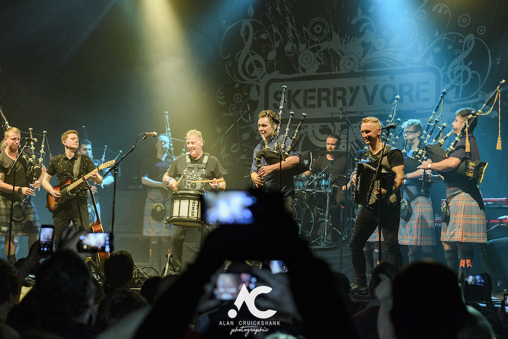 Skerryvore with City Of Inverness Pipe Band and Runrigs Iain Bayne December 2018 Ironworks Inverness November 2018 27 - Skerryvore, 7/12/2018 - Images